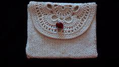 Bolsinha em crochet para pequenos objectos nas nossas malas.