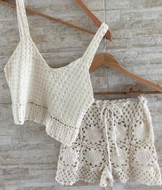💫 Atendimento ON WhatsApp 85 85 Crochet Top Outfit, Crochet Bikini Top, Crochet Blouse, Knit Crochet, Crochet Scarf Diagram, Crochet Baby Cocoon, Crochet Doll Clothes, Knitting, Crochet Shorts