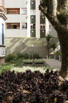 """Jardim Residencial   Jardim em residência tombada   """"Um jardim de outrora..."""" Casa Cor 2016   Projeto Ana Trevisan Arquitetura e Paisagismo Florianópolis - SC"""