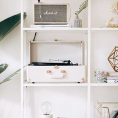 There's a new lifestyle post on the blog! Chatting through our record collection #KLVhome