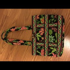 Vera Bradley botanic garden (retired) print purse Perfect condition! Never used. Nwot Vera Bradley Bags Shoulder Bags