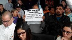 Se manifiestan diversas organizaciones al interior del Congreso en contra de la aprobación del presupuesto | El Puntero
