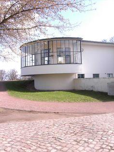 The Kornhaus - Bauhaus architecture Le Corbusier Architecture, Architecture Résidentielle, Amazing Architecture, Classical Architecture, Design Bauhaus, Archi Design, Art Deco Buildings, Modern Buildings, Bauhaus Interior