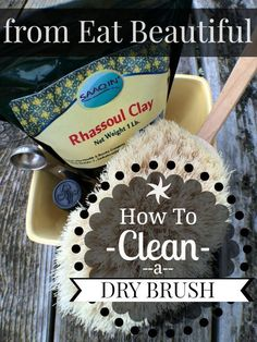 HOW TO CLEAN A DRY BRUSH So you've started dry brushing? It makes a huge difference in my body's ability to detox. If you haven't started yet, here's more information on why it's worth the 5 minute daily ritual. Natural Skin Care, Natural Health, Dry Brushing Skin, Dry Skin, Winter Beauty Tips, Cleaning Recipes, Natural Cleaning Products, Diy Beauty, Beauty Hacks