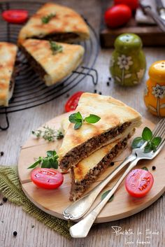 Piece of pie with minced meat, mushrooms and cheese Baking Bad, Romanian Food, Pastry And Bakery, Mushroom Recipes, Food Inspiration, Entrees, Stuffed Mushrooms, Good Food, Food And Drink