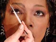 Tips on plucking eyebrows and where your arch should go. From Oprah magazine Anastasia Soare, Plucking Eyebrows, Eyebrow Tips, Oprah, Personal Care, Self Care, Body Care, Eyebrow Tinting, Tweezing Eyebrows