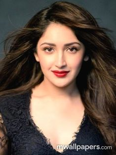 Sayyeshaa is an Indian film actress who appears in Tamil, Hindi and Telugu films. After working in a Telugu film Akhil, she made her Bollywood debut in Ajay Devgns Shivaay. Beautiful Bollywood Actress, Beautiful Indian Actress, Hd Photos, Girl Photos, Cute Girl Image, Shraddha Kapoor Cute, Girl Photo Poses, Cute Beauty, Indian Beauty Saree
