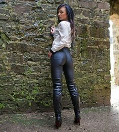 Girls in thigh high boots: archief Tight Leather Pants, High Leather Boots, Leather Jeans, Thigh High Boots Heels, Sexy Boots, Hot Outfits, Looks Cool, Girls Jeans, Leather Fashion