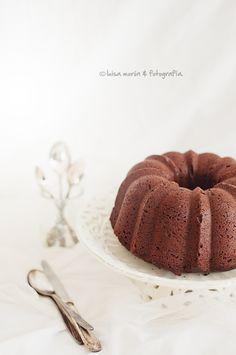 chocolate bundt cake with chocolate glaze . Chocolate Bundt Cake, Chocolate Glaze, Chocolate Lovers, Gateaux Cake, Sweet Bakery, Dessert Recipes, Desserts, Creative Food, Food Photo