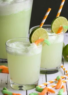 Witchs Potion Drink recipe - a chilled Lime and Pineapple mixture that is bubble and perfect for your next Halloween party! halloween food and drink Halloween Desserts, Easy Halloween Cocktails, Comida De Halloween Ideas, Halloween Drinks Kids, Halloween Food For Party, Halloween Treats, Halloween Dinner, Witch Party, Halloween Projects