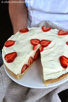 ullatrulla backt und bastelt: Kuchen wie von Oma | Rezept für Erdbeer-Quark-Torte #ichbacksmir #Familienrezepte