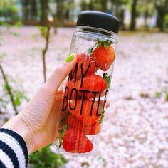 Recuerda! Ya tenemos de nuevo My bottle ❤️ están súper geniales,ideal para llevar agua,licuados fruta,dulces y más o simplemente para guardar cosas. Se acaban súper rápido, incluye su morral envíos a todo México precios y ventas por whats App 7715694076 o 7731326251