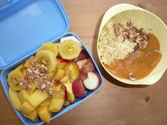 Das Frühstück bei der Saisongärtnerin: Hirsebrei mit Apfel-Sanddornmark, sowie eine große Portion Obst wie Mango, Kiwi, Nektarine und Weinbergpfirsiche.