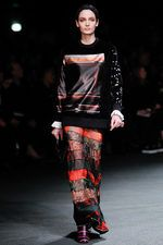 Givenchy Look 30:  Tisci takes it to the 90's!