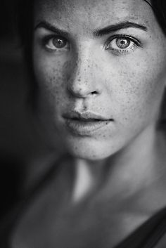 beautiful freckles, the one thing I never embraced as a child and was told they were angel kisses. they are beautiful. Glamour Photography, Portrait Photography, Photography Ideas, Beautiful Freckles, Beautiful Eyes, Freckles Girl, Freckle Face, Portrait Poses, Black And White Portraits