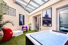 Nos chambres-jacuzzi ©Abaca