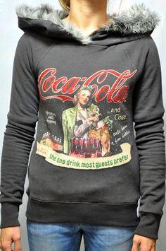 Felpa Fix Design in grigio, linea Coca Cola, con disegno frontale e pelo all'interno del cappuccio