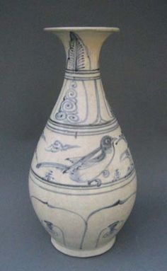 Blue & White ware - Vietnamese, 15th century. Well drawn bird motif.
