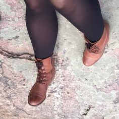 ...ja syksyisemmissä kengissä Vantaankosken kallioilla. #työkengät