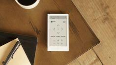 HUIS REMOTE CONTROLLERは、あなたになじむリモコンです。多数の家電をシンプルに使える上、あなたのほしいボタンだけにカスタマイズできます。