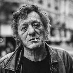 Le projet « 365 Parisiens » du photographe et directeur artistique russe Constantin Mashinskiy, qui a réalisé chaque jour durant une année des portraits de parisiens, parfaits étrangers rencontrés au hasard de ses errances. Une jolie série de street photography en noir et blanc dans les rues de Paris, qui laisse transparaître toute la diversité et la richesse de ses habitants, bien au delà des classiques clichés romantiques.