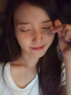 13 Bare Face Pictures of IU without Makeup - Oh Dazz! Korean Beauty, Asian Beauty, Face Pictures, Ulzzang Korean Girl, Girl Artist, Bts Aesthetic Pictures, Bare Face, Cute Poses, Foto Pose