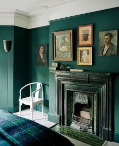 """Lost Art Salon on Instagram: """"Design Inspo: sometimes letting the age show around the unframed edges or arranging the art without perfect symmetry just feels more honest…"""" Green Accent Walls, Dark Green Walls, Dark Walls, Green Painted Walls, Painted Wood, Dark Green Living Room, Victorian Living Room, London House, Dark Interiors"""