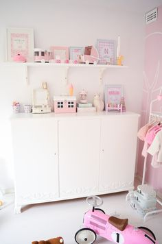 Emilysliv: pink and white little girl's room