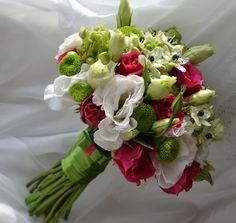 Zieleń, biel, róż.