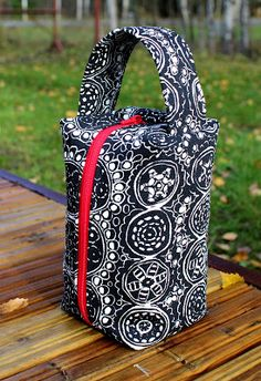 Silmukanjuoksuja: Marimekko-käsityöpussi Marimekko, Diaper Bag, Lunch Box, Bags, Handbags, Diaper Bags, Mothers Bag, Bento Box, Bag