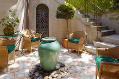 Backyard cozy outdoor patio design