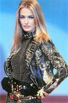 Karen Mulder at Gianni Versace, 1992