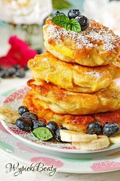 Racuchy z bananami i jabłkami Polish Recipes, Healthy Sweets, I Foods, Pancakes, Sweet Treats, Dessert Recipes, Food And Drink, Easy Meals, Vegetarian
