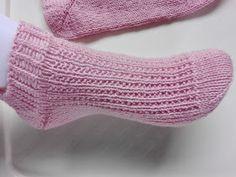 Lumioosi: Nilkkasukat neulomalla Crochet Socks, Knitting Socks, Slippers, Crocheting, Fashion, Knit Socks, Crochet, Moda, Fashion Styles