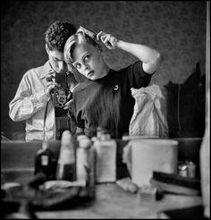 Elliott Erwitt, Paris, France, 1962. © Elliott Erwitt/Magnum Photos -repinned by Orange County portrait studio http://LinneaLenkus.com #photographers
