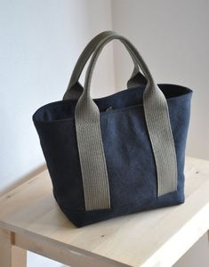 ☆ Your color difference, a bit strange size change ›… Sacs Tote Bags, Diy Tote Bag, Fabric Purses, Fabric Bags, Sac Week End, Waxed Canvas Bag, Types Of Handbags, Linen Bag, Simple Bags