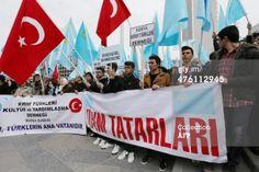 PHOTO: Crimean tatars protest against Russian intervention 2. (Pale blue flag is their flag.) #Crimea