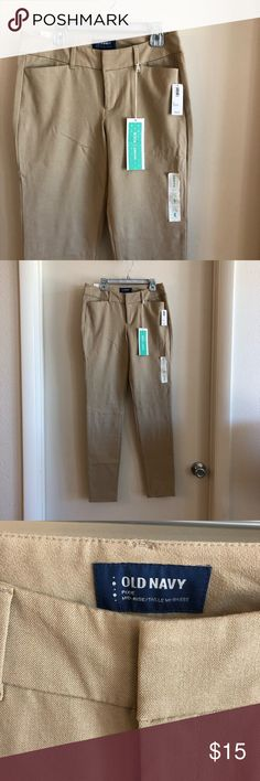 NWT Old Navy full length Pixie pants 4 NWT Old Navy full length pixie pants size 4. These are tan and so cute! The pixie cut is such a flattering silhouette! Old Navy Pants Skinny