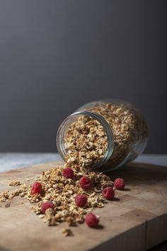 Knasende sprø og økologisk granola (Come Clean) Omelette, Scones, Granola, Berries, Healthy Living, Cleaning, Bread, Breakfast, Food