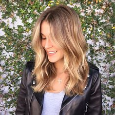 Paige! #hairtalk #sombre #blonde #balayage #foils #sunkissed #blondebabe #wella…