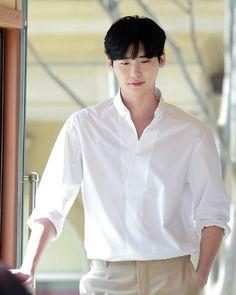 Lee Jong Suk Lee Jong Suk Cute, Lee Jung Suk, Asian Actors, Korean Actors, Cut Photo, Han Hyo Joo, Jaejoong, Pretty Men, Korean Men