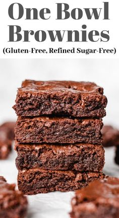 One Bowl Brownies recipe that are fudgy and gooey inside with deliciously chewy edges, and topped with extra chocolate chips. This is the best easy homemade chocolate dessert made from scratch! Also, these brownies are gluten-free and refined sugar-free! Sugar Free Desserts, Lemon Desserts, Sugar Free Recipes, Healthy Dessert Recipes, Fun Desserts, Gluten Free Sugar Free Cookie Recipe, Chocolate Gluten Free Desserts, Coconut Sugar Recipes, Sugar Free Snacks