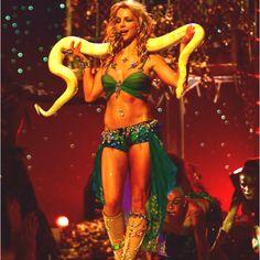 """I'm a Slave 4 U"" - 2001 MTV Video Music Awards"