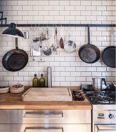 Küchenfliesen Kitchen Backplash, Kitchen Dining, Dining Room, Kitchen Appliances, Kitchens, Kitchen Interior, Cookware, House, Cottage