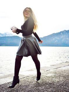 FILODORO   Vita Bassa 50 heuppanty Kristina Bazan, Tights, Leggings, Girl Next Door, Skater Skirt, Ideias Fashion, Stockings, Beautiful Women, Legs