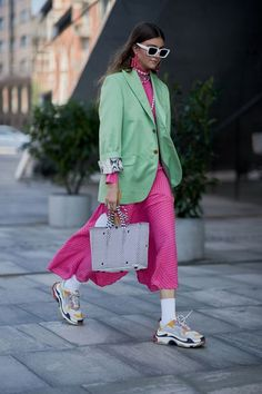 These pink outfit ideas have convinced me to wear the hue head to toe. Take a look at these perfect, polished, and creative hot-pink outfits. Pink Outfits, Colourful Outfits, Colorful Fashion, Green Blazer Outfits, Club Outfits, Fashion Colours, Simple Outfits, Pretty Outfits, Look Fashion