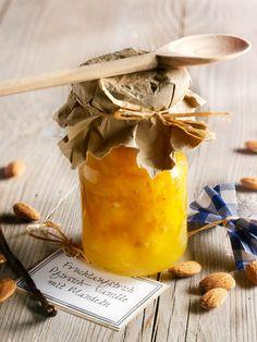 Mild-fruchtiger Aufstrich aus Pfirsichen mit dem feinen Aroma von Vanille und gerösteten Mandeln. #Pfirsich #Aufstrich #Konfitüre #Marmelade #Rezept