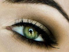 maquillage charbonneux yeux verts