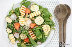 Salade met gegrilde courgette en halloumi - Mind Your Feed