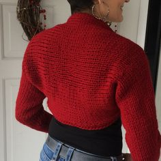 The inspiration for this pattern came from the need for a shoulder shrug to wear before Barre class. Not that I take Barre classes, but I know someone who does and she suggested a simple something … Shrug Knitting Pattern, Knit Shrug, Knit Cowl, Loom Knitting, Knitting Patterns Free, Knit Patterns, Knit Crochet, Knit Shawls, Jumper Patterns